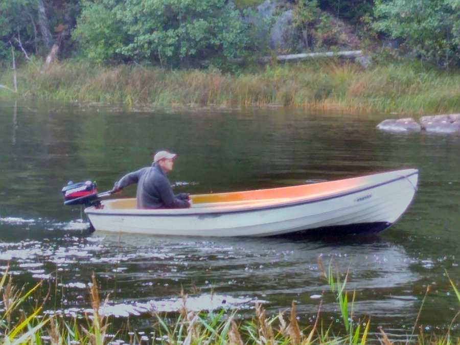 Bereits im Hauspreis enthalten - Angelboot 14 Fuß/5 PS, 4-Takter