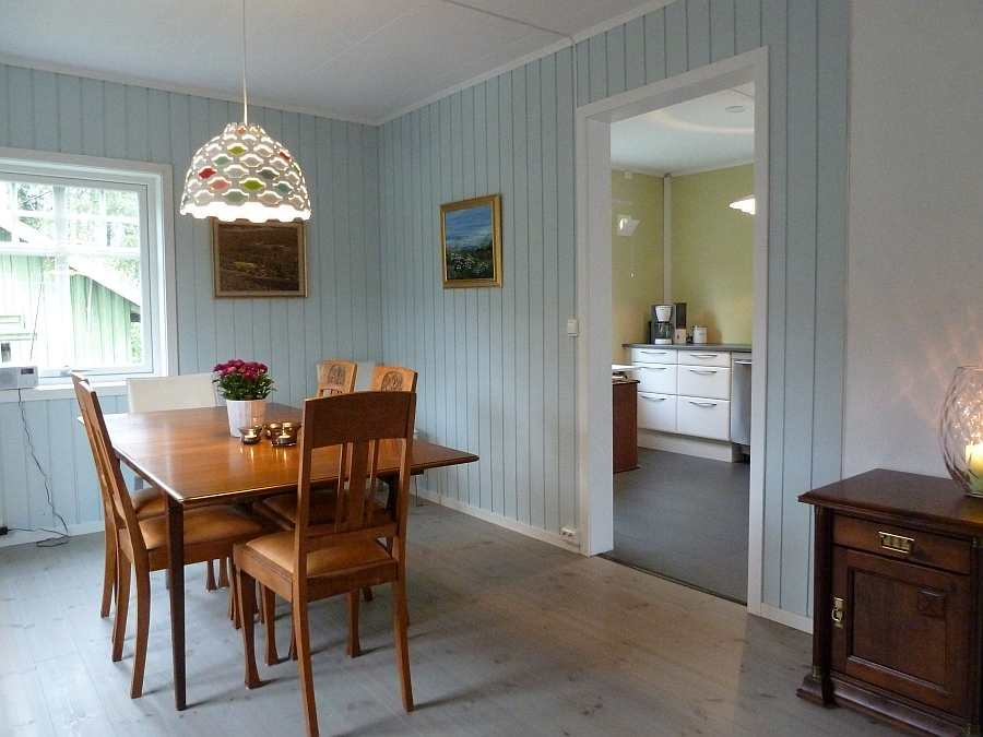 Blick vom Esszimmer in die Küche
