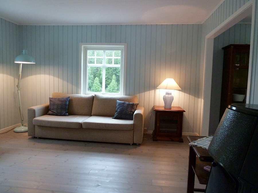 Der Wohnraum ist geräumig und hell