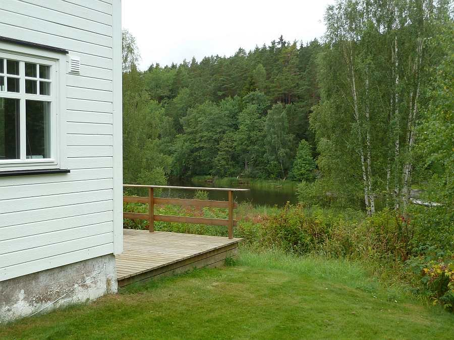 Die Lage des Hauses zum Wasser. Die Bucht endet direkt am Haus