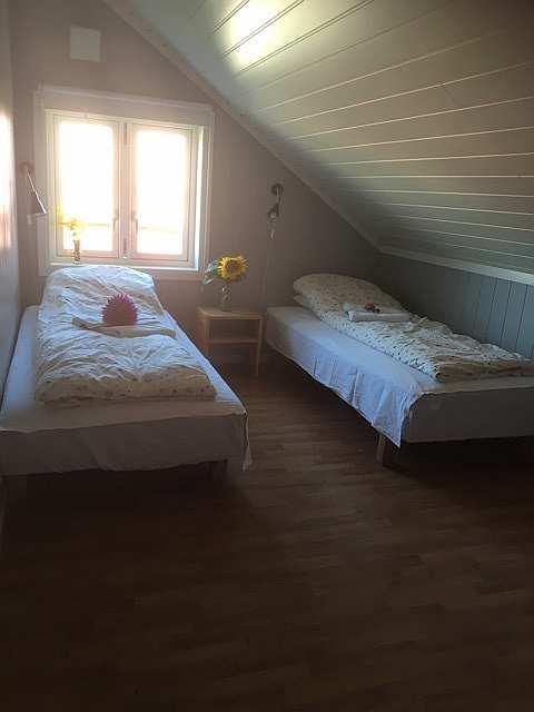 Ferienwohnung Gjørsen (Wohnung auf Anfrage zusätzlich buchbar) - eines der drei Schlafzimmer mit jeweils 2 Einzelbetten