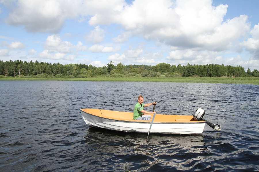Eines der buchbaren Motorboote - 14-15 Fuß mit 6-8 PS, 4 Takt Motoren