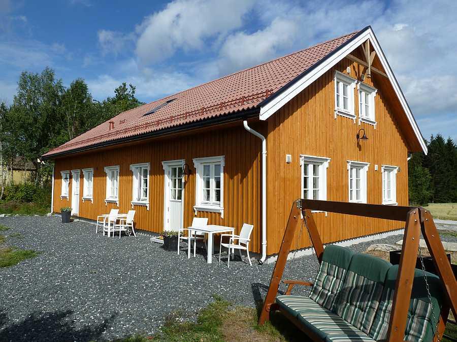 Kjærnes Gaard - das große Ferienhaus bietet insgesamt drei separate Wohnungen für jeweils max. 6 Personen