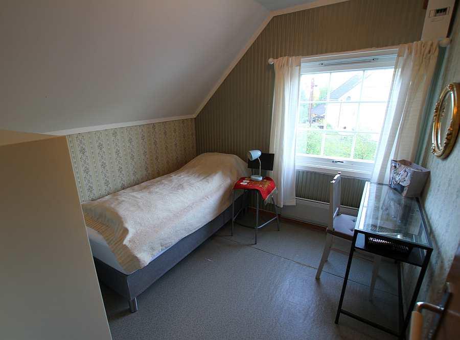 Ein weiteres Schlafzimmer mit einem Einzelbett