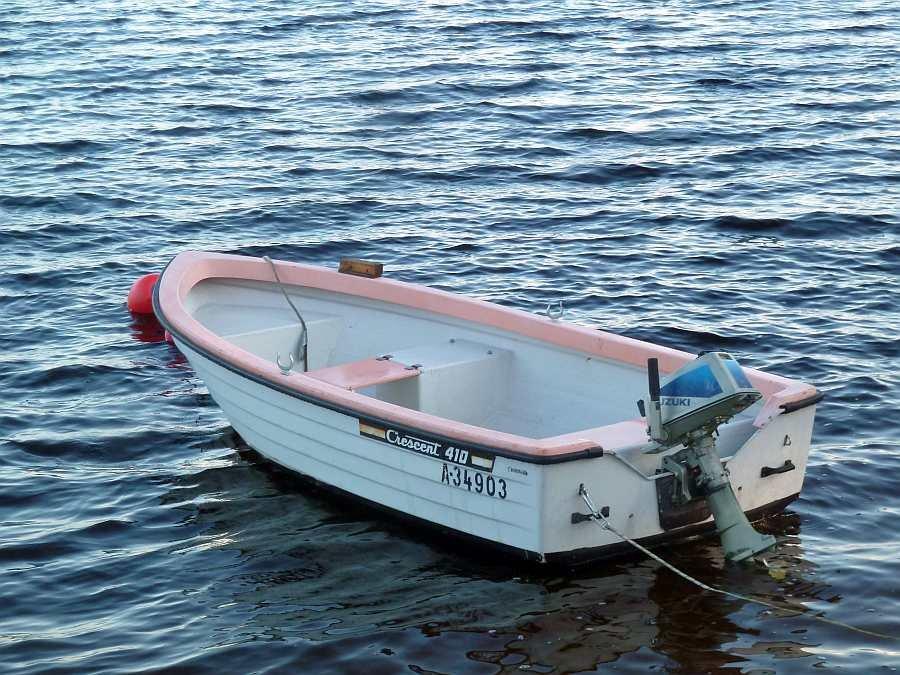 Bereits im Hauspreis enthalten: Angelboot -Crescent-14 Fuß/5 PS
