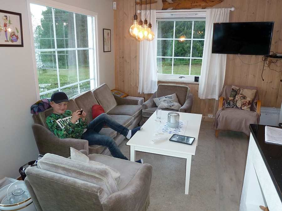 Die Sitzecke mit großem Sat-TV. Die Kids wird das Internet W-Lan Netz im Haus erfreuen...