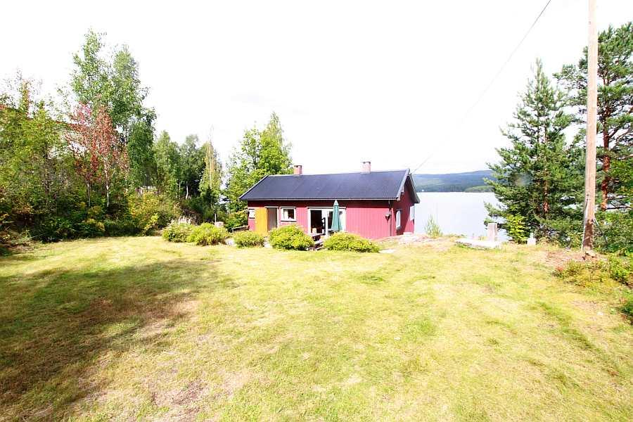 Das Haus liegt auf einem eigenen Garten- und Naturgrundstück