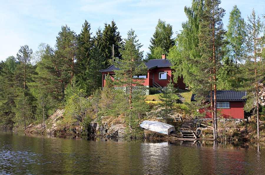Ferienhaus Sjøly - rechts unten  am Wasser sehen Sie das optional zubuchbare Bootshaus mit einem weiteren Schlafzimmer