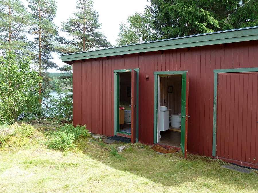 Das Nebengebäude mit einem Schlafraum und dem Toilettenraum (direkt neben dem Haupthaus)
