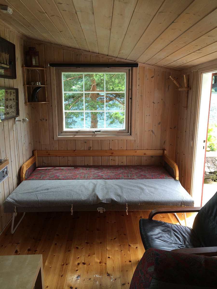 Wohnraum von Haus Typ 2 mit ausgezogenem Schlafsofa