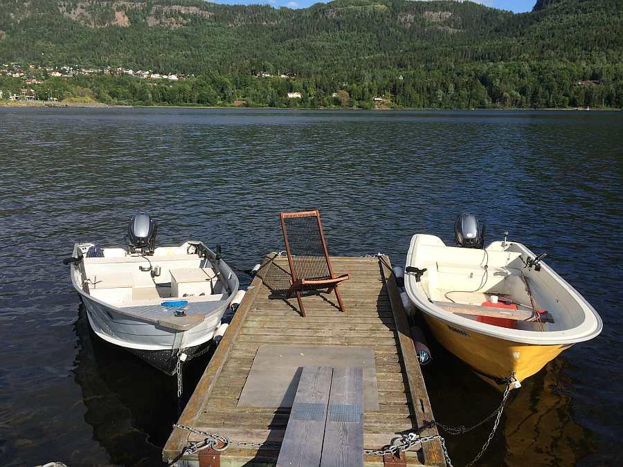 Die zusätzlich buchbaren Zusatzboote liegen am eigenen Schwimm-Steg