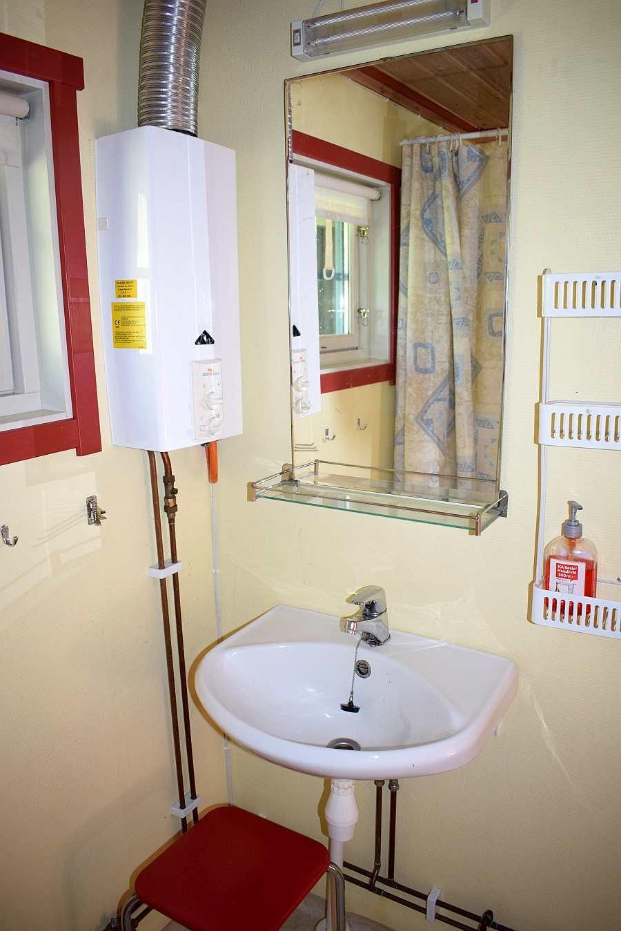 Das Badezimmer des Hauses mit  fließend w/k Wasser
