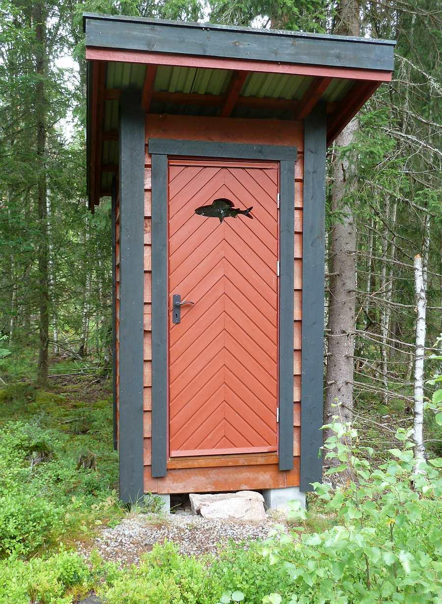 Im Außenbereich findet sich das sog. Utedor - die norwegische Biotoilette