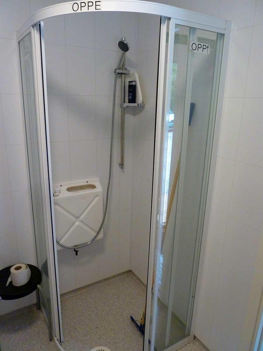Die Dusche im Badezimmer