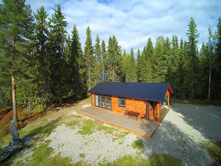 Ferienhaus Landsjøen liegt auf einem eigenen Naturgrundstück