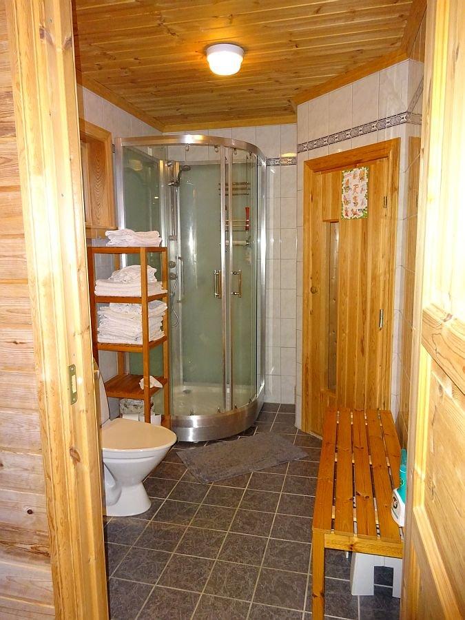 Das erste Badezimmer.