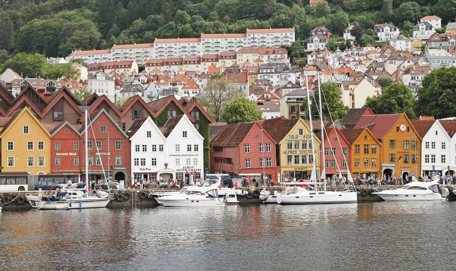 Die Hansestadt Bergen .- hier legen Sie mit der Fähre an