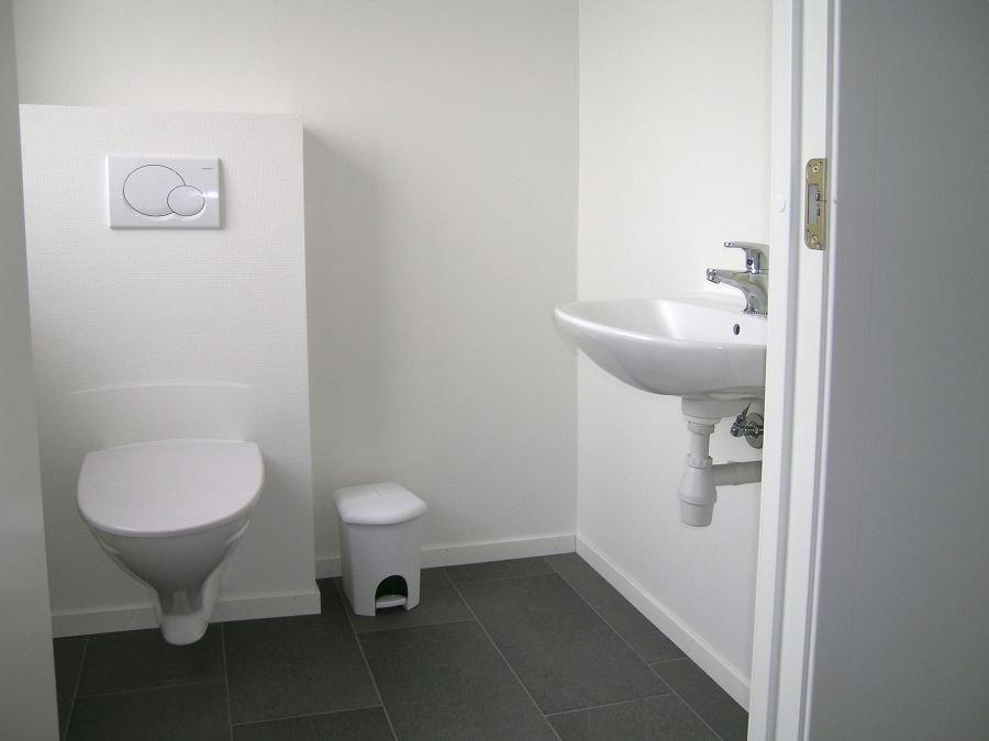 Zweites Bad mit WC.