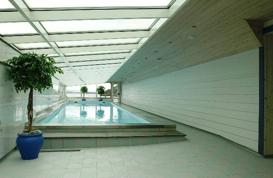 Hallenbad mit Meerblick - die Nutzung ist inklusive.