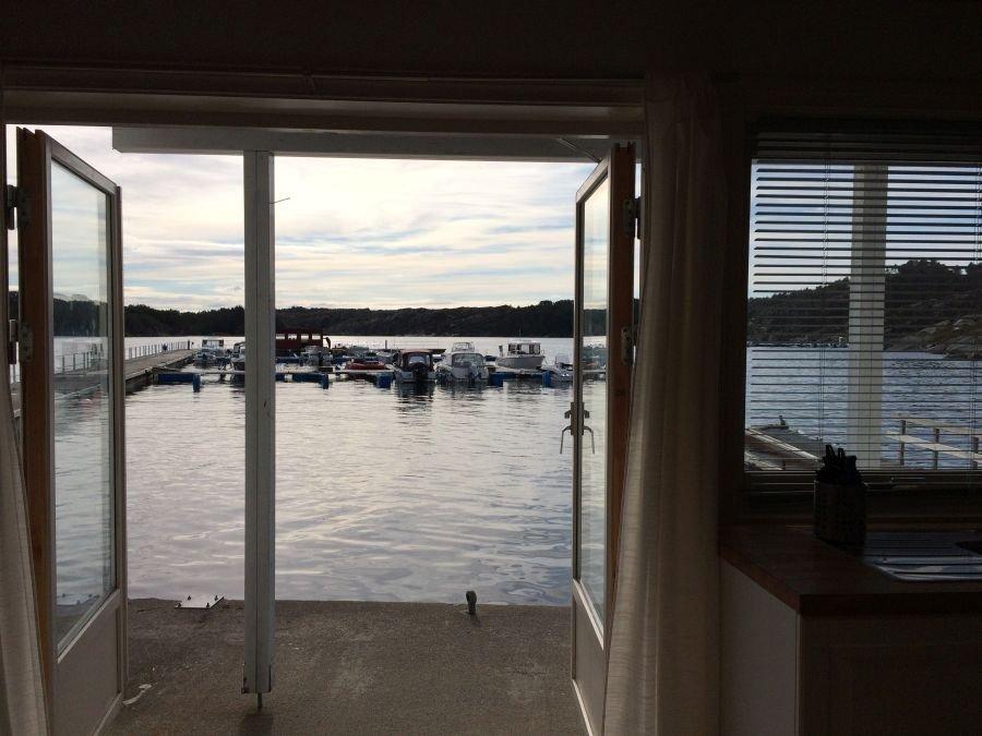 Erfolgreiches Angeln von der Terrasse? Im Rorbu Fjord II (Bild)  und in den Seehäusern sehr empfehlenswert.