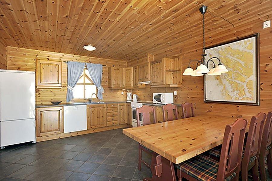 Auch die Wohnungen sind freundlich eingerichtet - standardmäßig mit großer Seekarte an der Wand