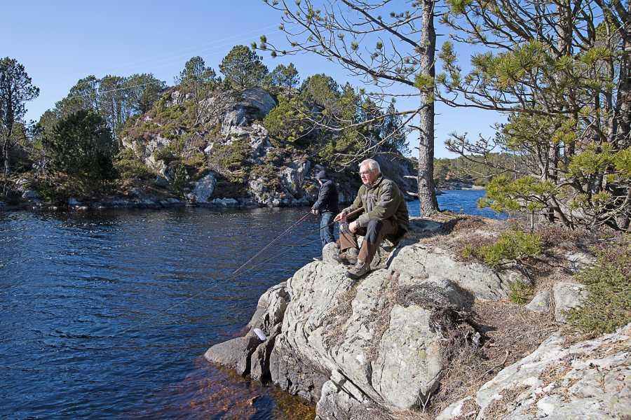 Um das Ferienhaus herum gibt es zahlreiche Seen mit gutem Forellenbestand.