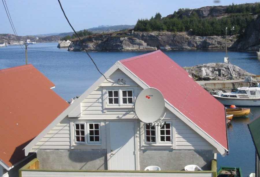Das luxuriöse Rorbu Kjell im Hafen von Tøftavika.