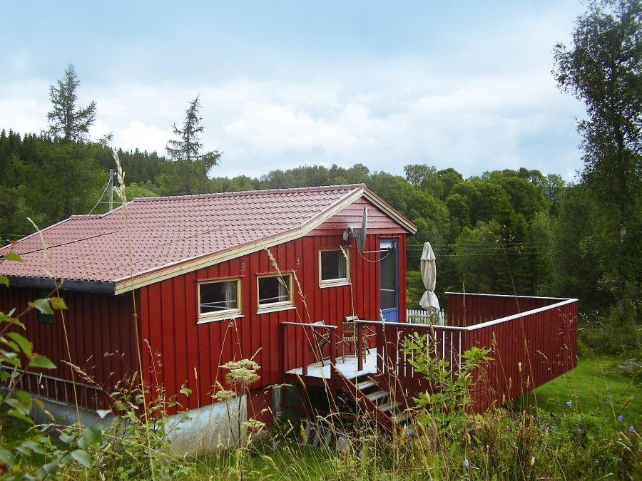 Unser Haus Lurefjord liegt in Mitten der norwegischen Natur