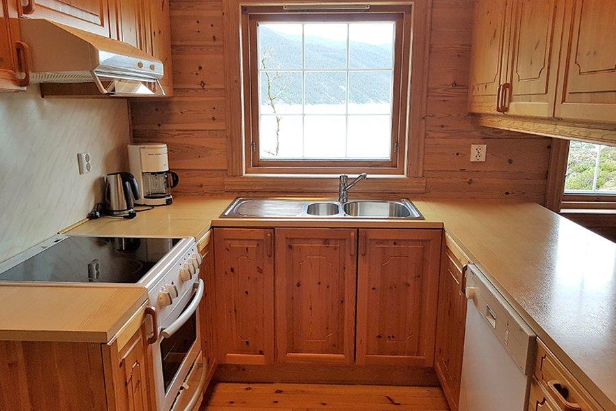 Die moderne, gut ausgestattete Küche.