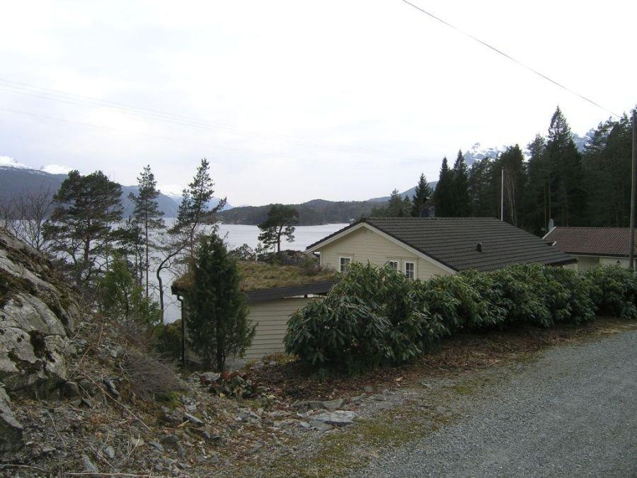 Blick vom Weg auf das Ferienhaus
