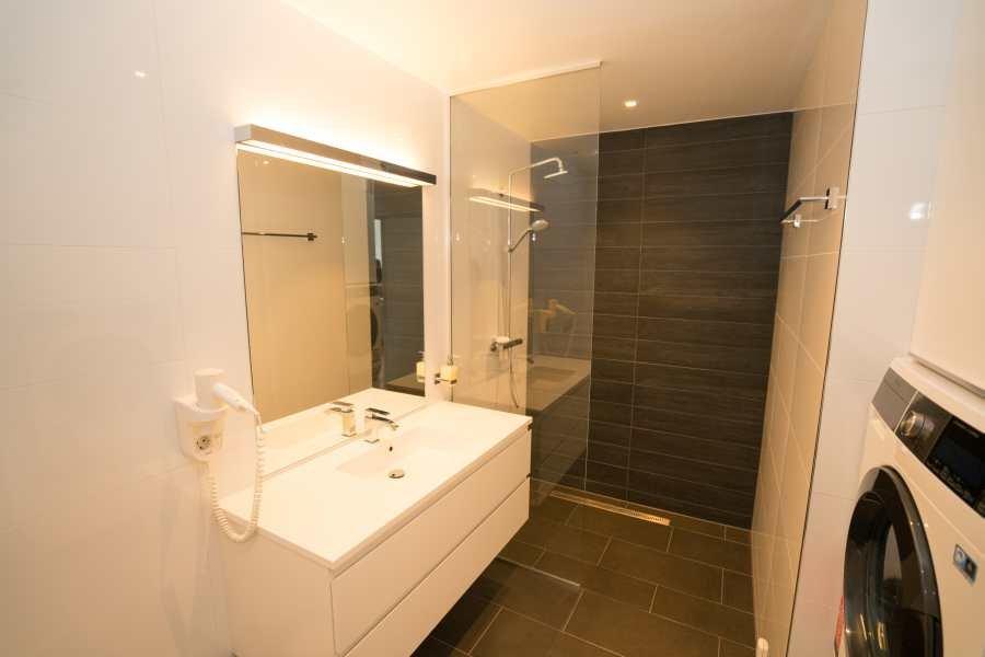 Badezimmer im Rorbuer mit Regenwalddusche