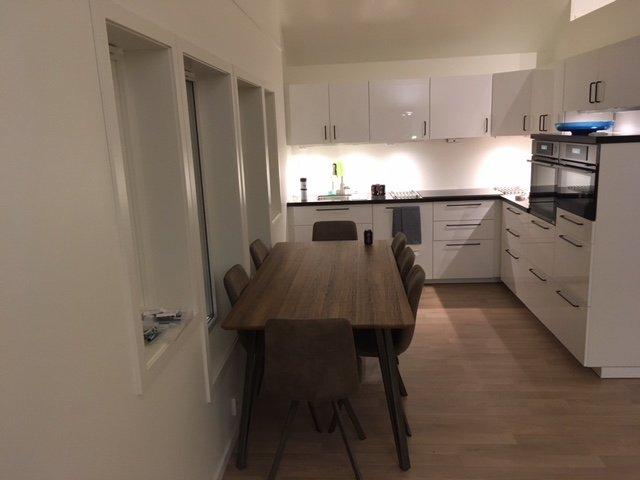 Die Küche und der Essbereich