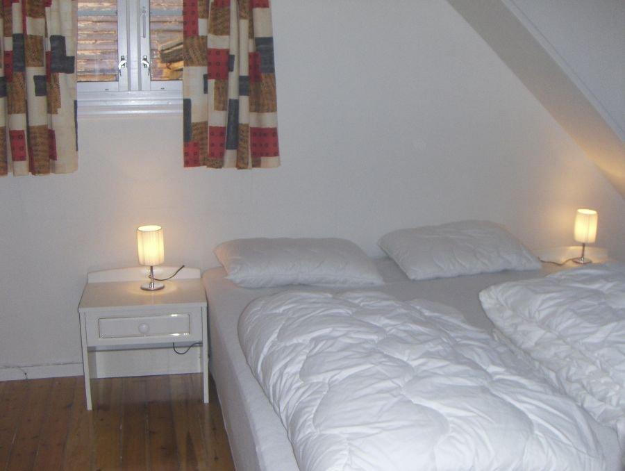 Eines der drei Schlafzimmer, hier mit Doppelbett