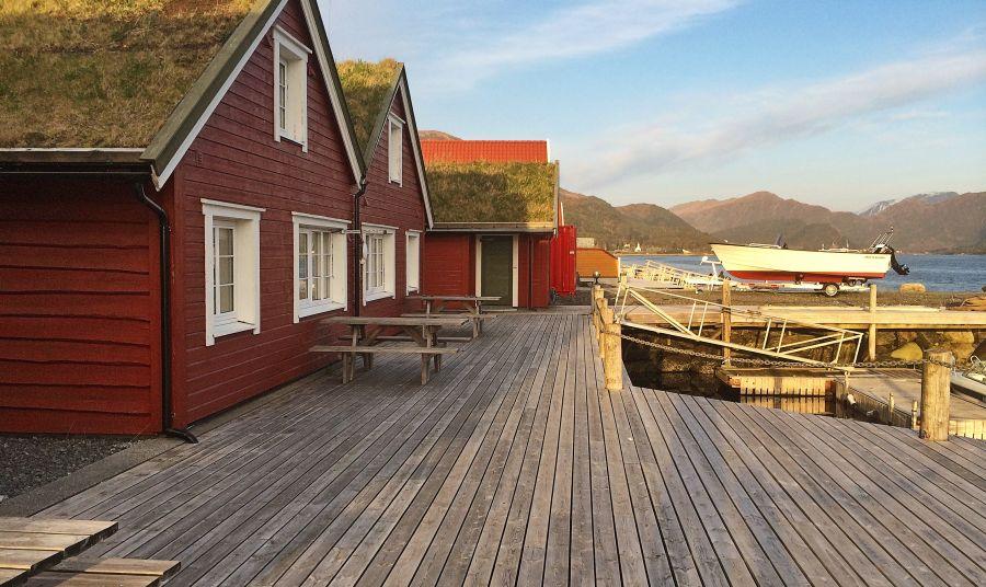 Typisch Norwegisches Ferienhaus  (Rorbu) direkt am Wasser