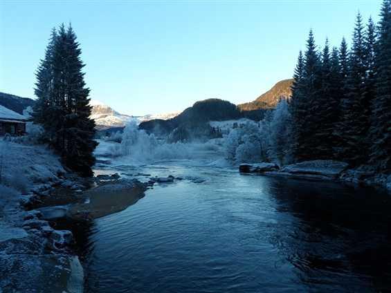 Wunderschöne Flusslandschaft.