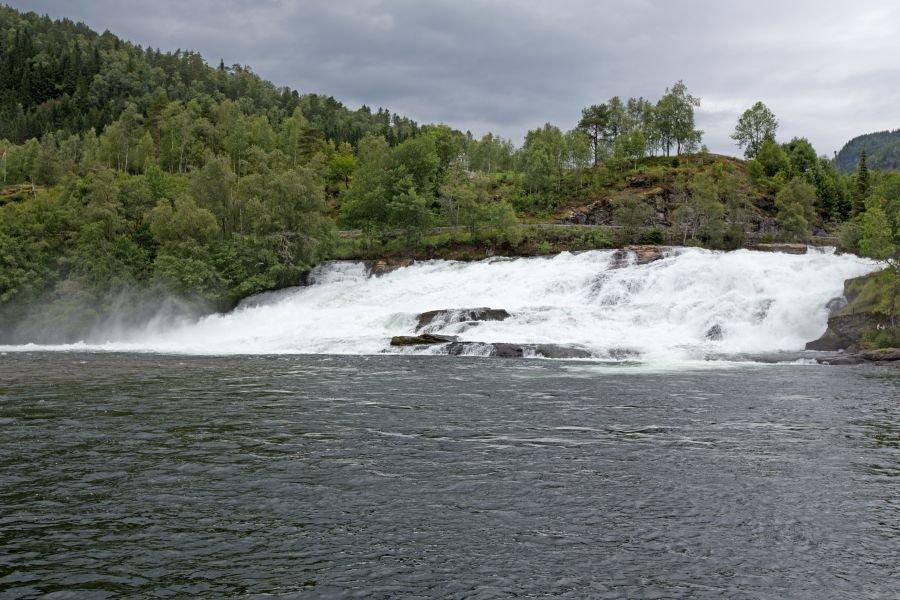 Die Gaula-Mündung! Diese Stelle ist ca. 500m von Ihrer Wohnung entfernt - Der Traum jedes Lachs-Anglers, oder?