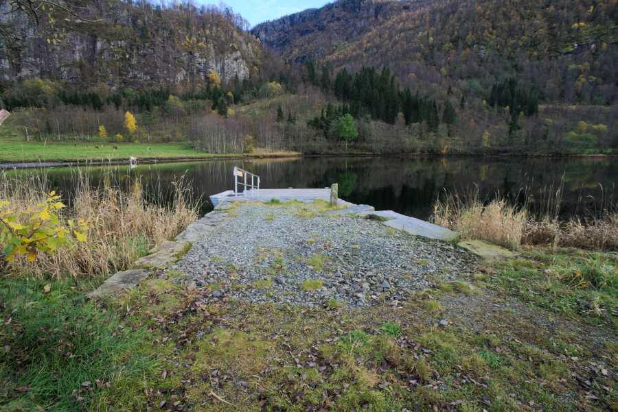 Der Bootssteg, etwa 300 Meter vom Haus entfernt.