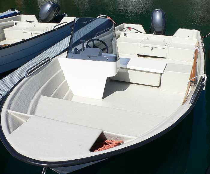 Die günstigere Bootsvariante: 17 Fuß Øien mit 40 PS- Natürlich auch mit Plotter/GPS/Echolot.