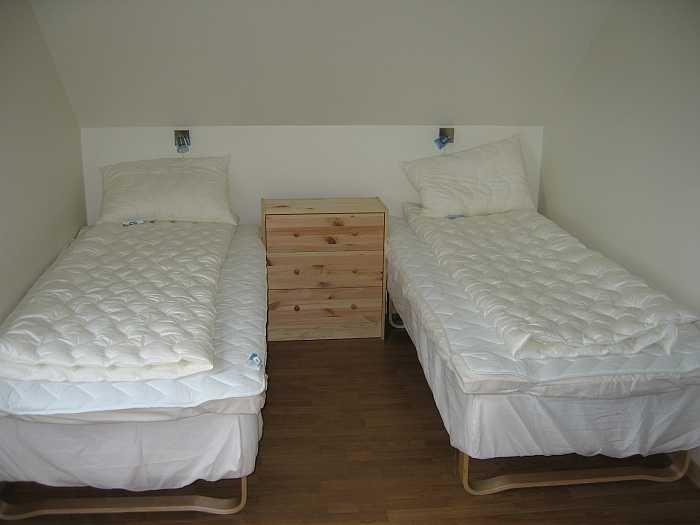 Klassisches Schlafzimmer. Bettwäsche gibt´s vor Ort oder wird selbst mitgebracht.