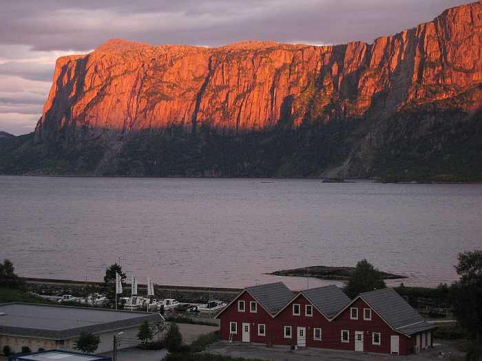 Malerische Sonnenuntergänge vor imposanter Kulisse - Haus Torsken hat viel zu bieten