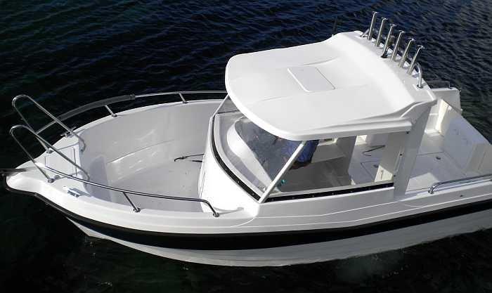 Das Dolmøy Boot mit 23 Fuß / 115 PS und GPS, Kartenplotter sowie Echolot lässt keine Wünsch offen.