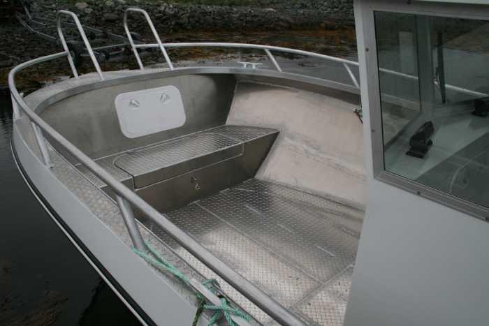 Genug Platz und hohe Bordwände. Trimflaps sorgen für optimale Stabilität im Wasser