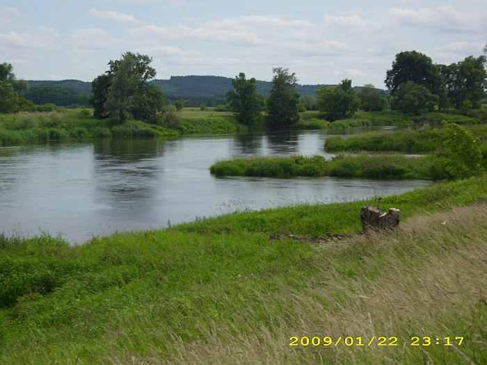Idyllischer Flußlauf der Warthe direkt an unserer Ranch Wels -  ein naturbelassener Fluß