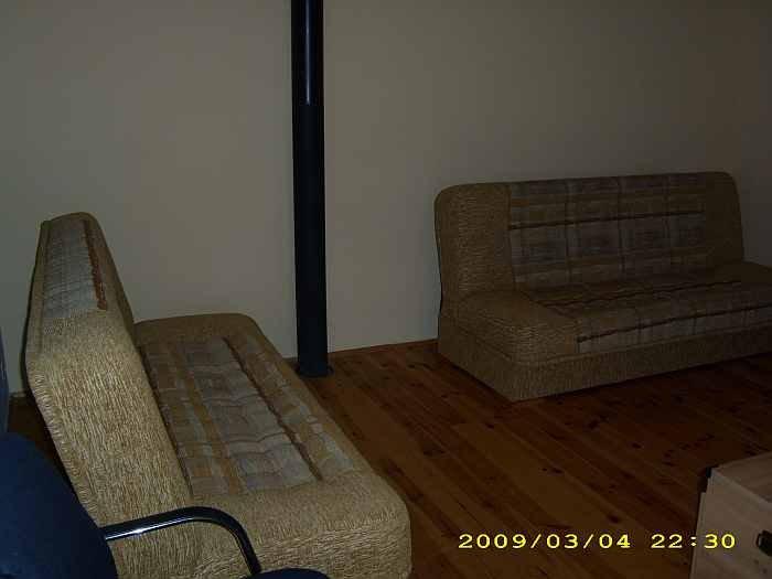 Wohnraum im Apartment Hecht. Die Sofas sind z.T. zu Betten ausziehbar