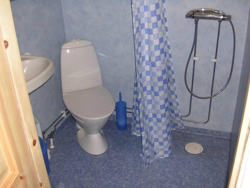 Bad, Zugang nur von einem der Schlafzimmer.