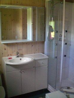 Neben einem großen Bad gibt es zudem auch noch ein Gäste WC.