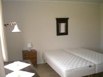 Insgesamt stehen unseren Gästen 3 Schlafzimmer mit jeweils 2 Betten zur Verfügung.