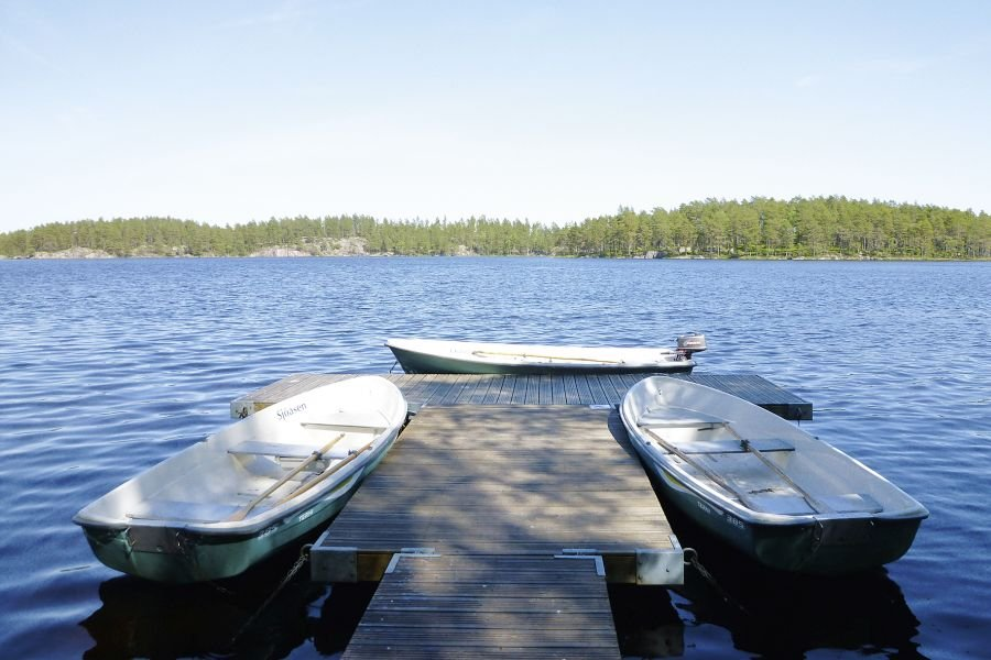 Der gemeinschaftliche Bootssteg mit Ihrem Ruderboot.