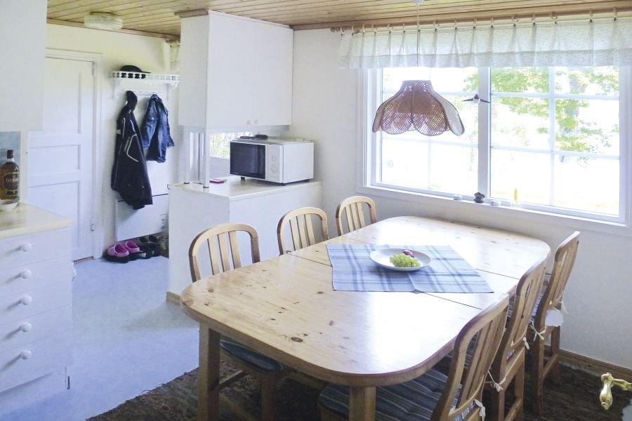 Die Küche mit Esstisch für bis zu 6 Personen.