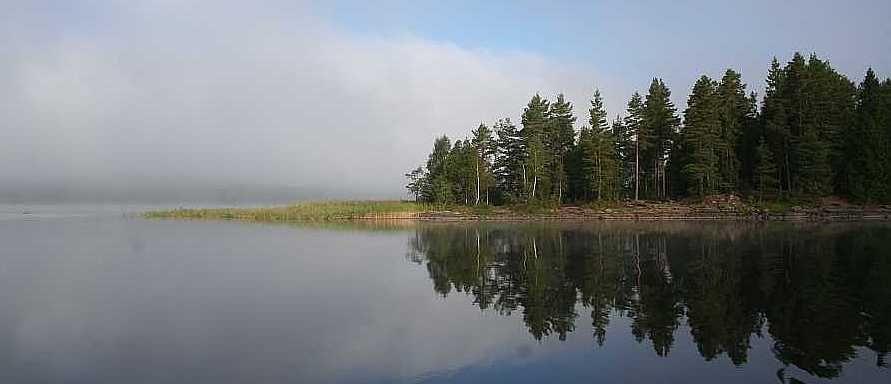 Der gewaltige Östra-Silen liegt nur einen Kilometer entfernt vom Gutshof.
